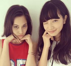 小松菜奈(右)と水原希子(左)