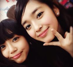 山谷花純(左)と未来穂香(右)