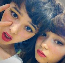 八木アリサ(右)